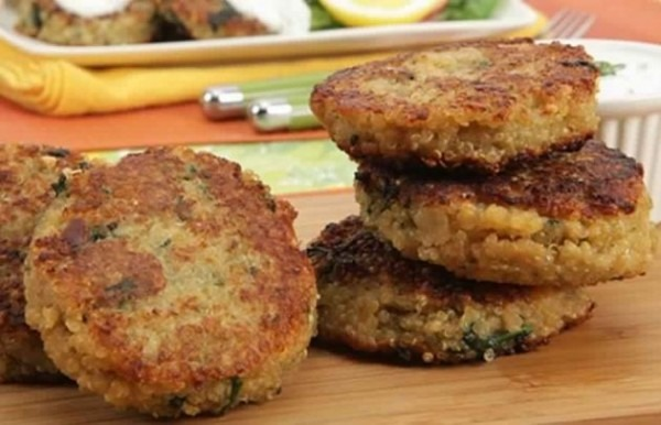 Crab Cakes With Lemon Dill Yogurt Sauce