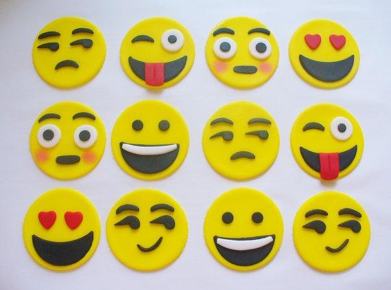 9 Edibale Emoj Cakes Photo