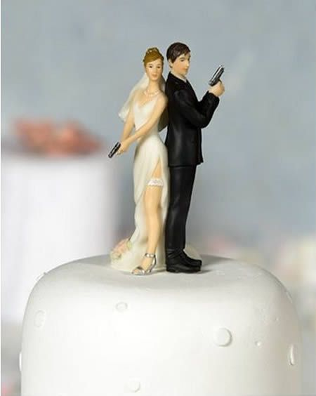 12 Funniest Wedding Cake Toppers