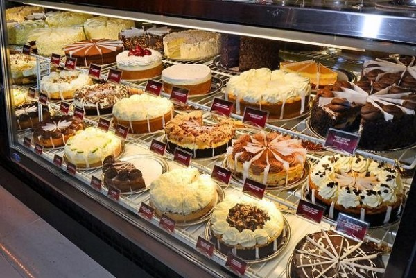 A Restaurant Review  Cheesecake Factory – The Dolphin