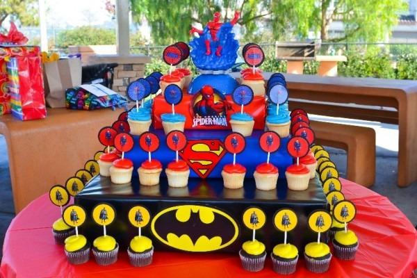 11 Homemade Super Hero Cupcakes Photo
