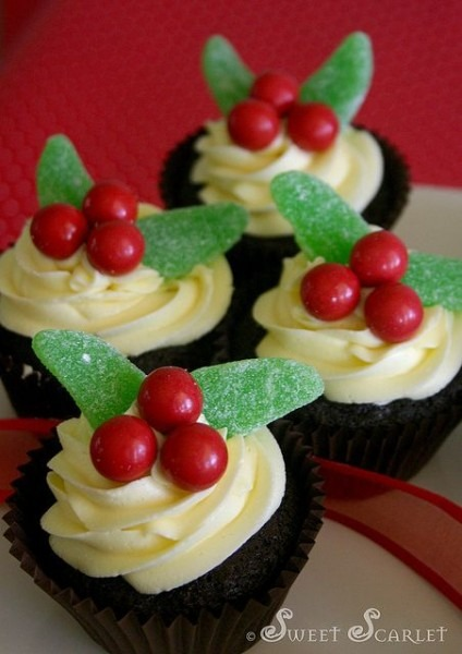 Sweet Scarlet Easy Holiday Cupcakes