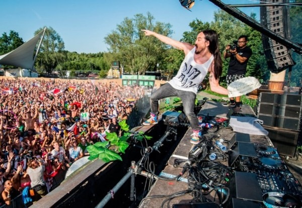 Fan Ruins Party After Throwing Cake Back At Aoki & His Dj Equipment