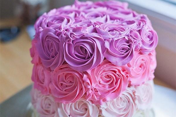 25 Beautiful Cake Recipes To Bake On Rainy Spring Days