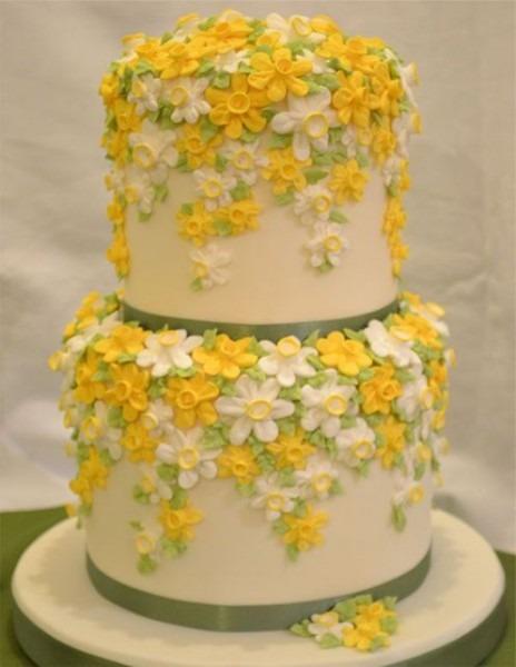 Beautiful Tiny Flower Cake Design