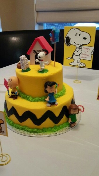 Charlie Brown Peanuts Birthday Cake