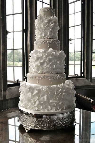 The Latest Wedding Cake Trends