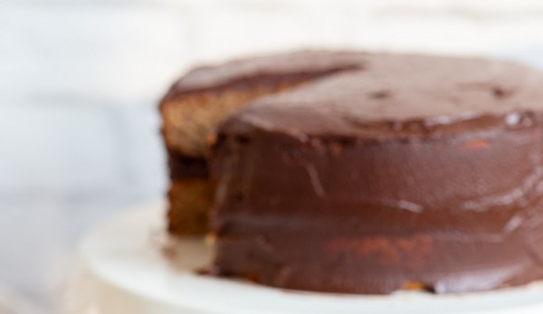 Vegan Gluten Free Vanilla Cake With Chocolate Frosting
