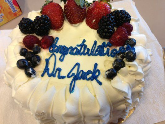Rouses Gentilly Berry Cake